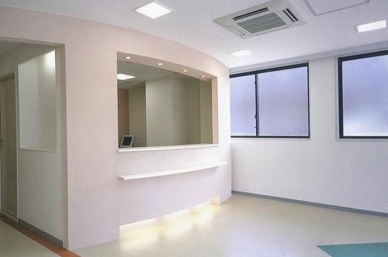 岩本内科クリニック(神奈川県藤沢市、2003年)